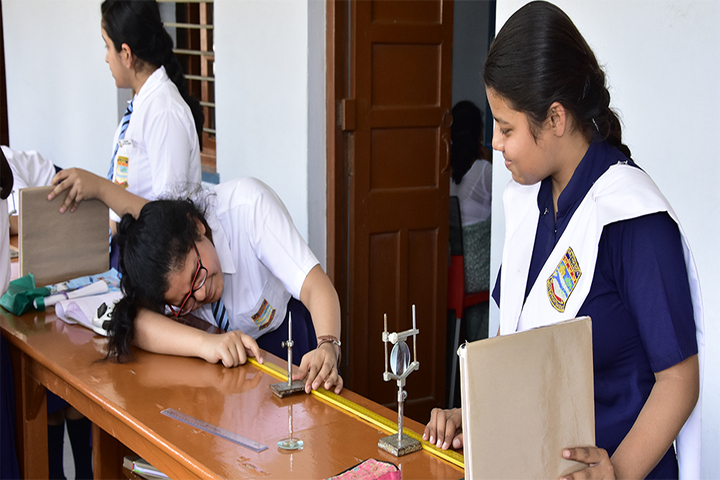 Girls High School and College-Physics Lab