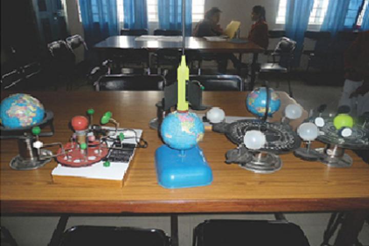 Creathics Public School-Science Lab