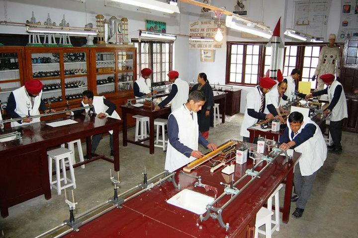 Guru Nanak Fifth Centenary School - Physics Lab