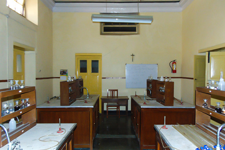 Convent Of Jesus And Mary-Chemistry Lab