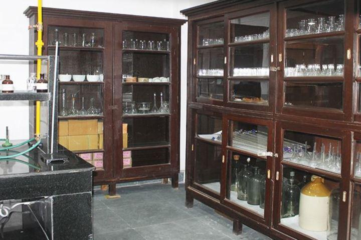 Calcutta Boys School-Chemistry Lab