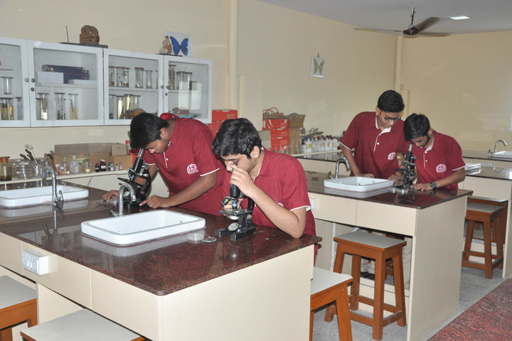 Saifee Golden Jubliee English Public School-Biology Lab