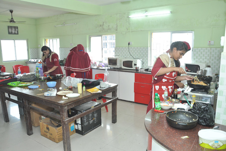 Saifee Golden Jubliee English Public School-Home Science Room