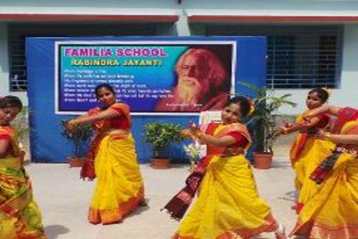 Familia School-Dance