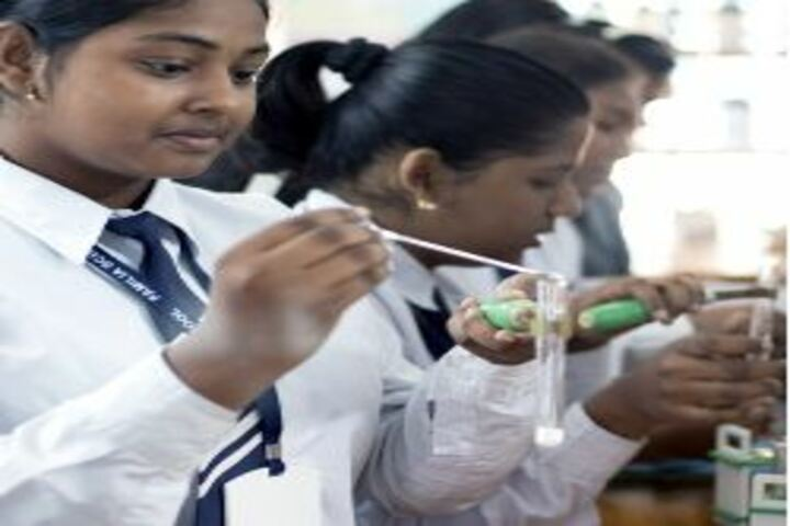 Familia School-Science Lab