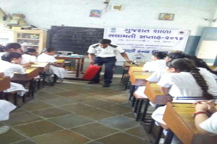 Maharani Girls High School-Classroom