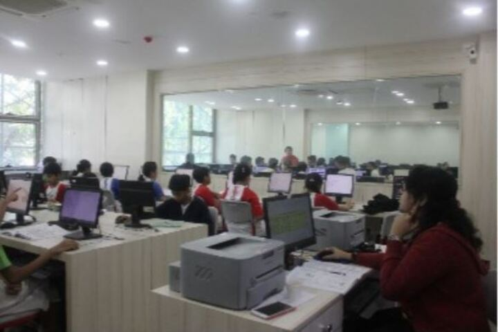 Utpal Shanghvi Global School-Computer Lab