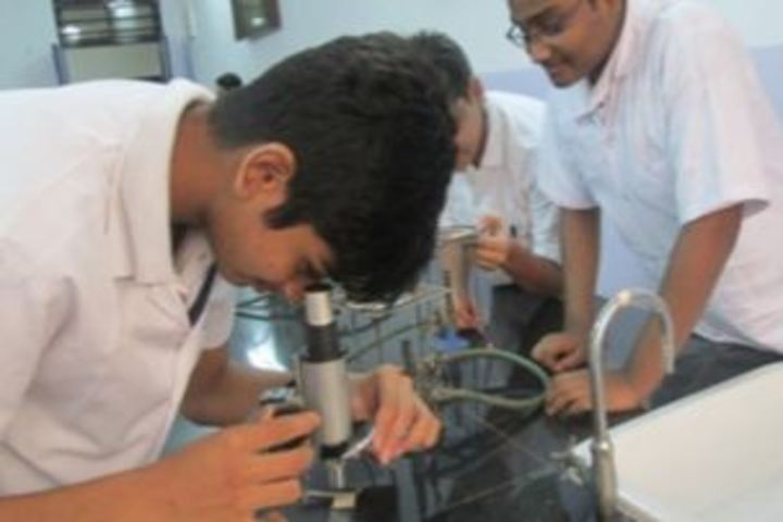Trinity International School-Science Lab