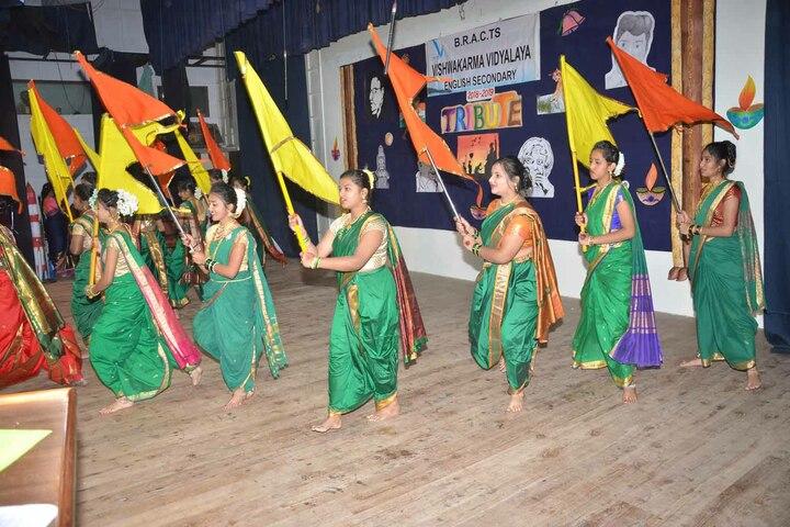 Vishwakarma Vidyalaya-Dance