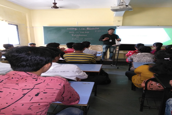 Rajmata Jijau Shikshan Prasarak Mandals Junior College-Smart Class Room
