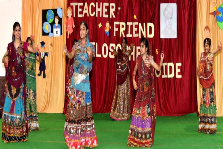 Loyola School Bilaspur-dance