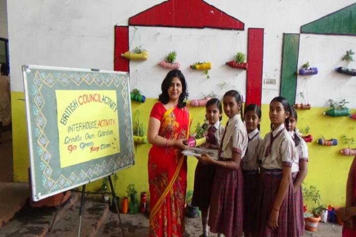 Monnet DAV public school-activity