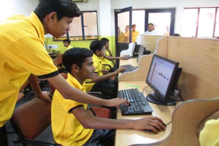 Monnet DAV public school-computer lab