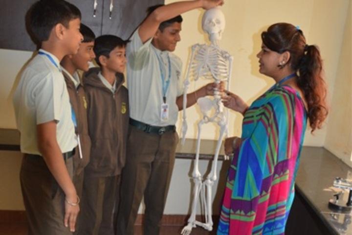 Sadhu Ram Vidya Mandir-Science Lab