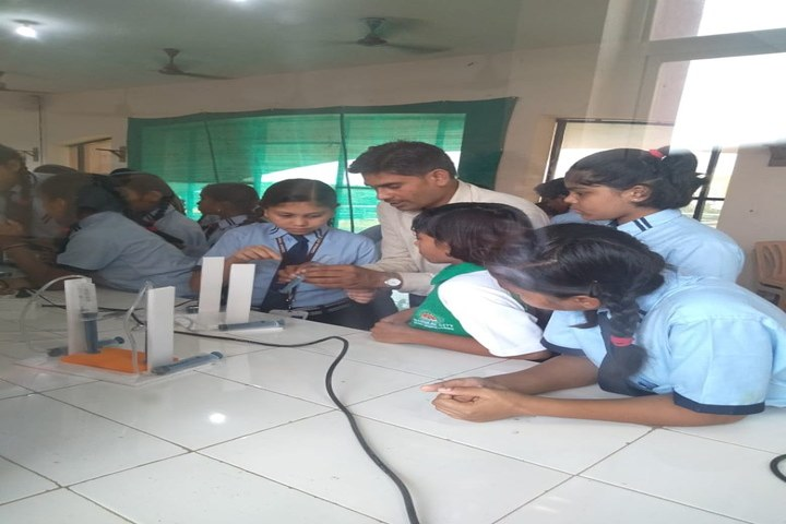 Sanskar City International School-Physics Lab