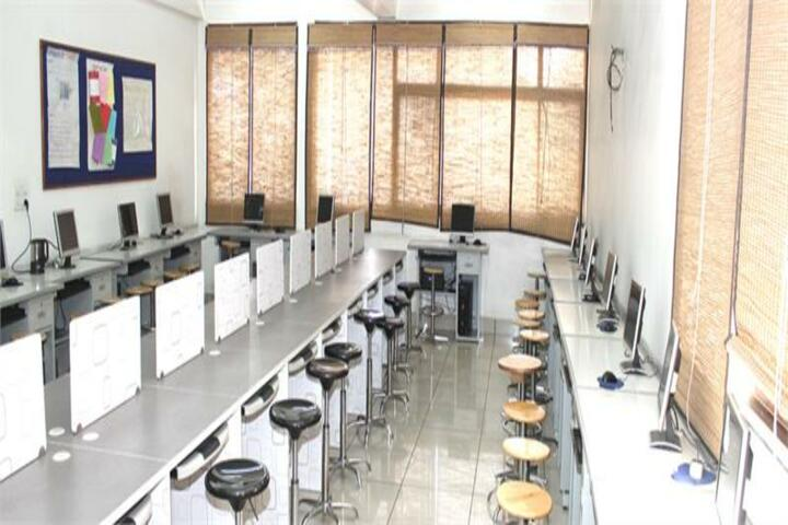Arwachin International School-Computer Lab