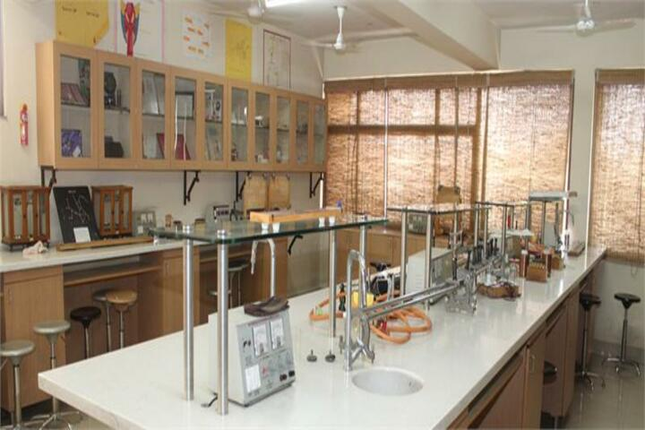 Arwachin International School-Physics Lab