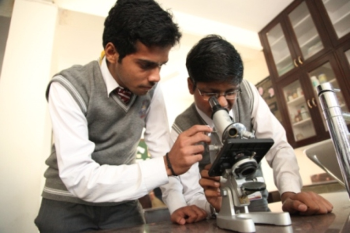 Bhai Parmanad Vidya Mandir-Biology Lab