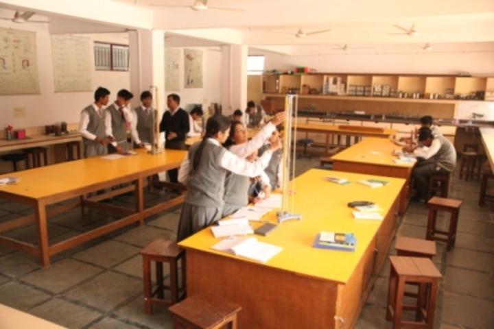 Bhai Parmanad Vidya Mandir-Physics Lab