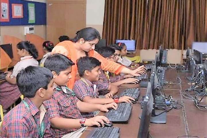 M L Khanna DAV Public School-IT Lab