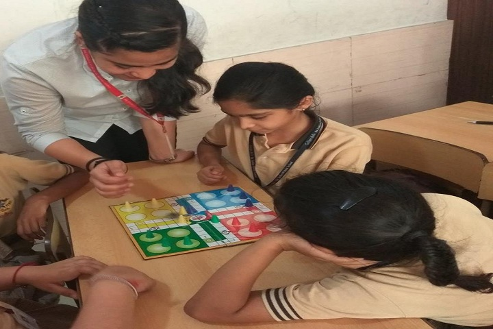 De Indian Public School-Indoor Games