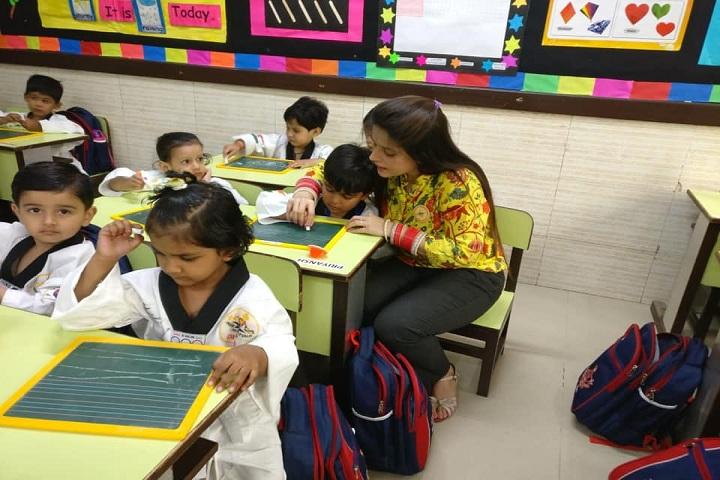 De Indian Public School-Pre School Classroom