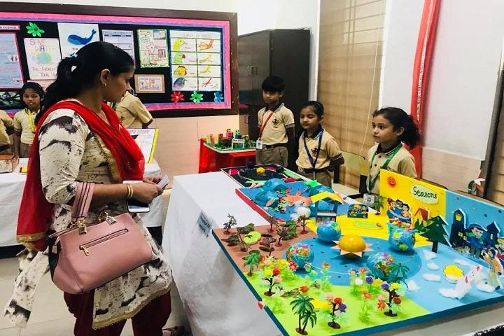 De Indian Public School-Exposition