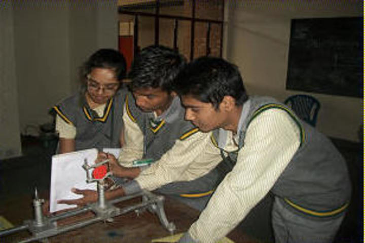 Deepalaya School-Physics Lab