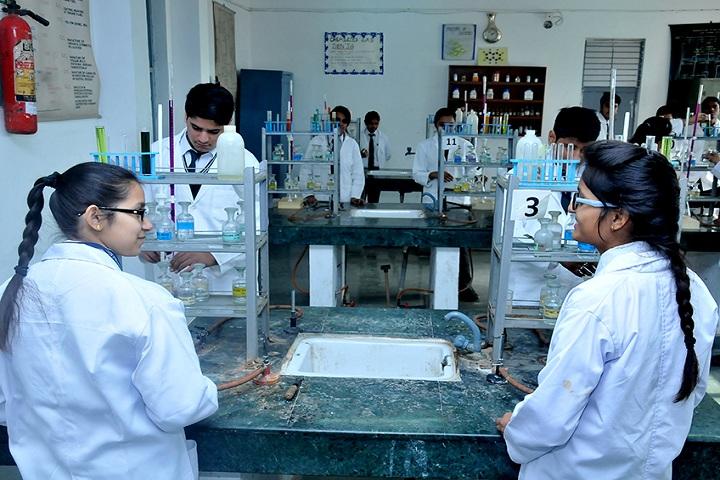 Evergreen Senior Secondary School-Chemistry lab