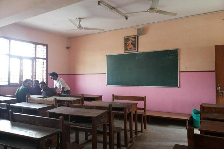 G L T Saraswati Bal Mandir-classroom