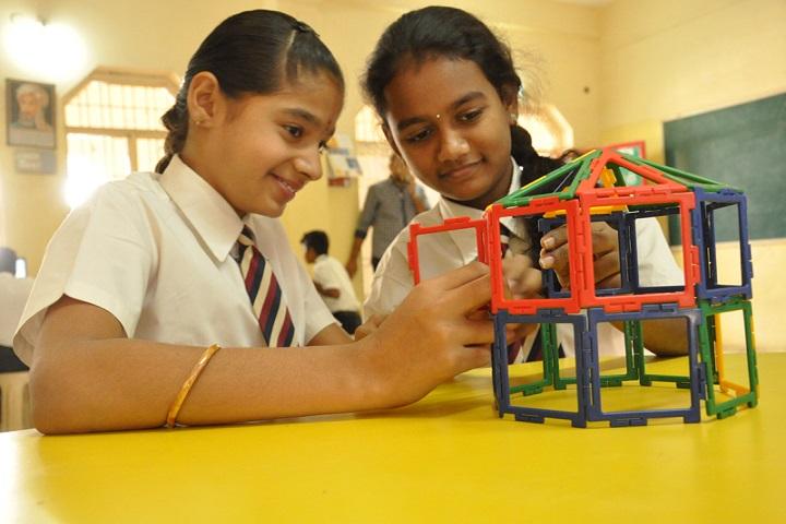 Montessori Indus School-Maths Lab