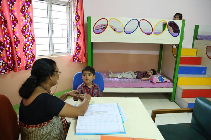 Kulachi Hansraj Model School-Medical-Room