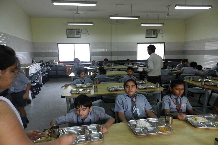 Lilawati Vidya Mandir Senior Secondary School-lunch area