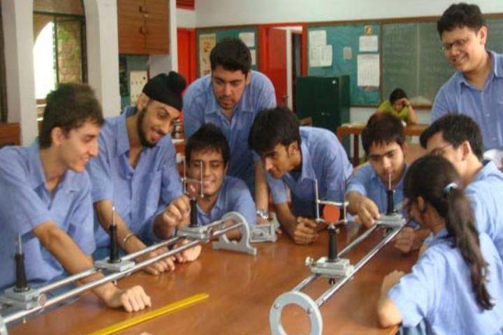 Modern School-Physics Lab