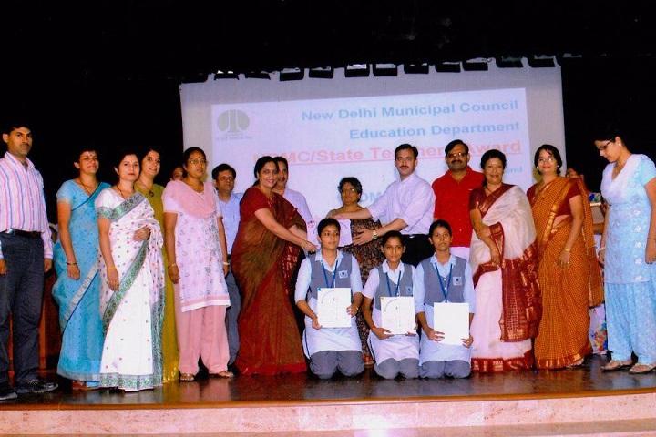 N D M C Navyug School-Prizes