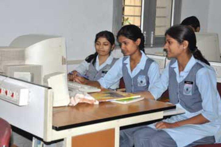 Navyug School-Computer Lab