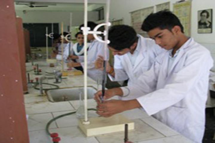 Rashtra Shakti Vidyalaya-Chemistry Lab