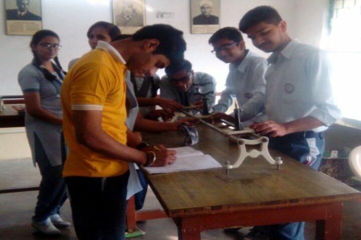Rashtra Shakti Vidyalaya-Physics Lab