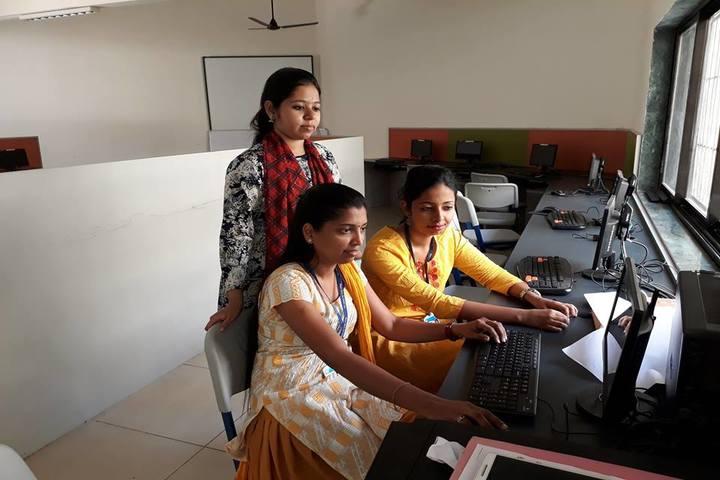 Litera Primary Zee School-Computer Lab