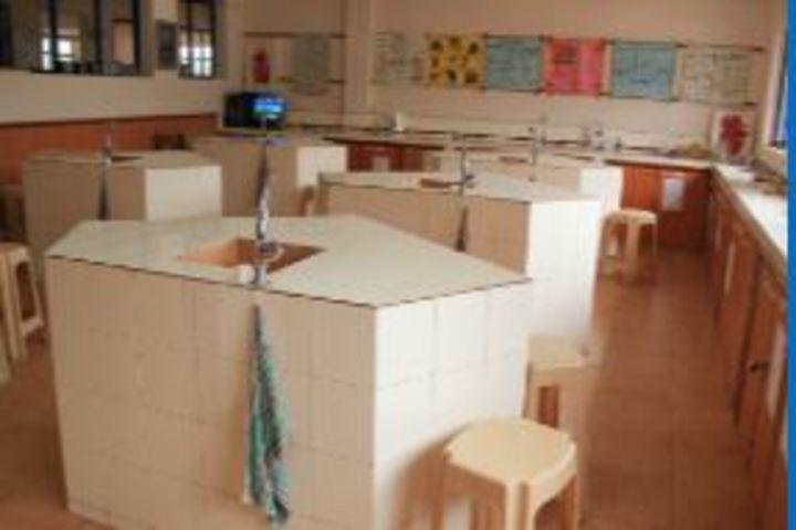 The Kings School-Science Lab