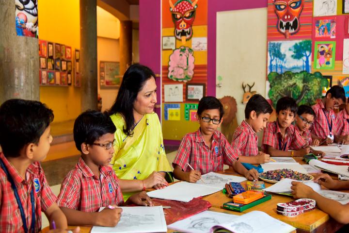 Adani Vidya Mandir-Painting class