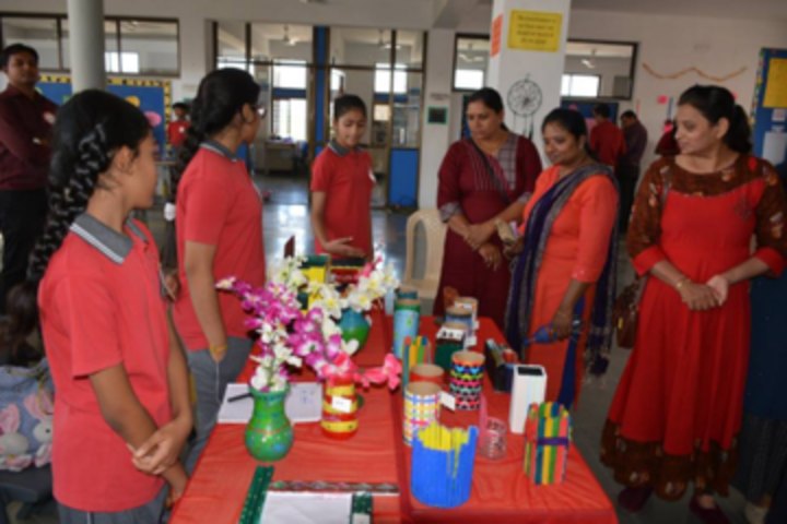 Anand Niketan School-Art and Craft