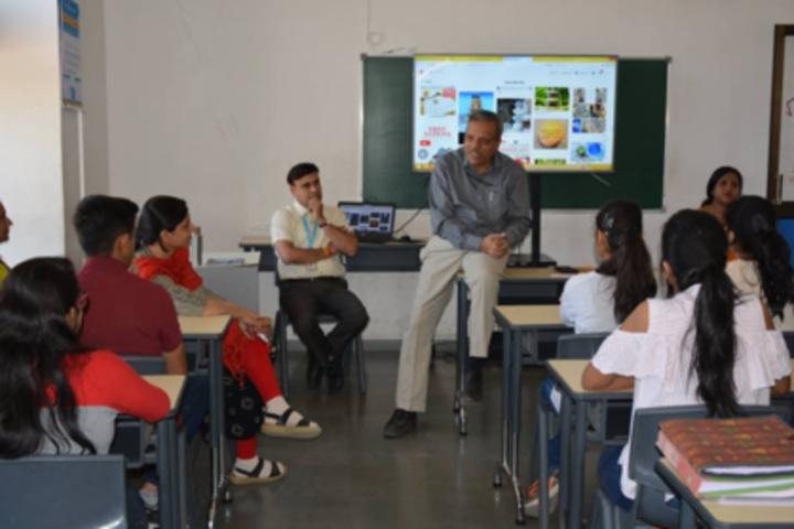 Anand Niketan School-Classrooms