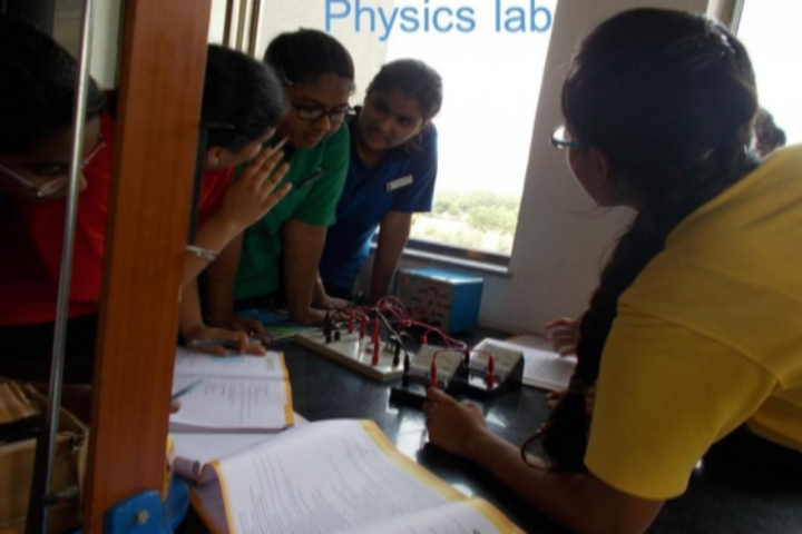Anand Niketan School-Physics-Lab