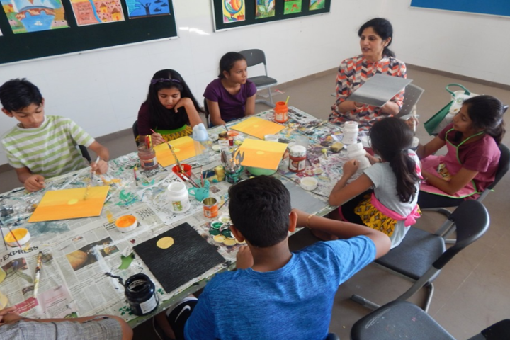 Cygnus World School-Painting class