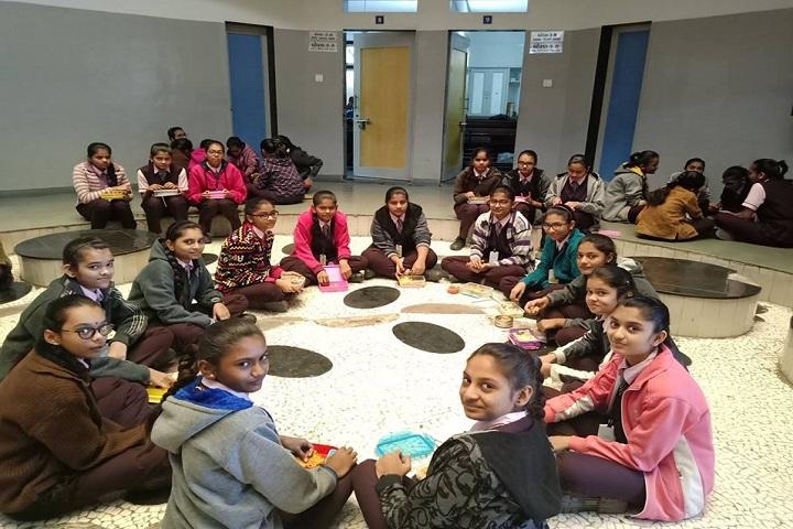 JBDiamonds and KARP Impex Vidya Sankul-Lunch Time