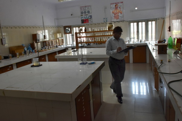M. L. Kakadia National School-Chemistry Lab