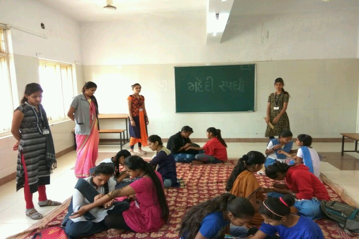 M. L. Kakadia National School-Mehandi Competition