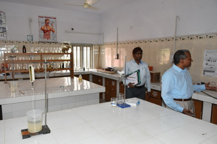 M. L. Kakadia National School-Physics Lab