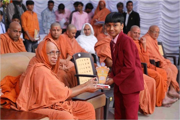 Shree Swaminarayan Gurukul International School- Morbi-Felicitation